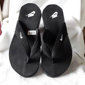 Nike flip flops 😀😀😀 BRAND NEW